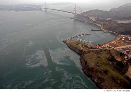 Oil Spill near the Golden Gate Bridge